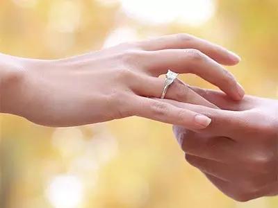 戴戒指的风水讲究,戴对了才能荣华富贵!