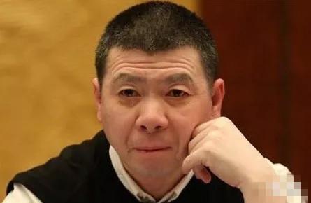 冯小刚的面相怎么样,是否真的晚年要走下坡路?