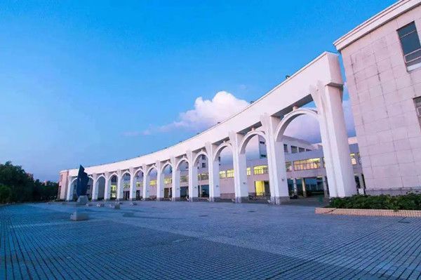 松江大学城风水大PK:谁才是真正的七校霸主?