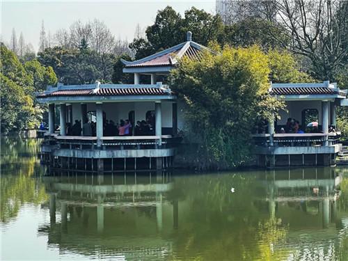 上海杨浦公园风水揭秘,竟然用石碑铺路!